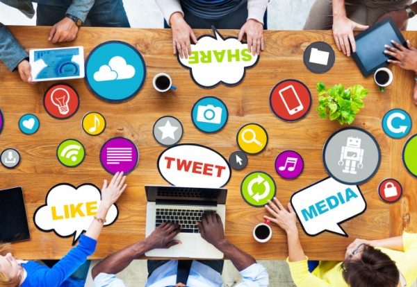 7 Powerful Ways to Use Social Media to Pitch Your Brand